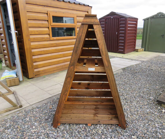 triangular shape log store